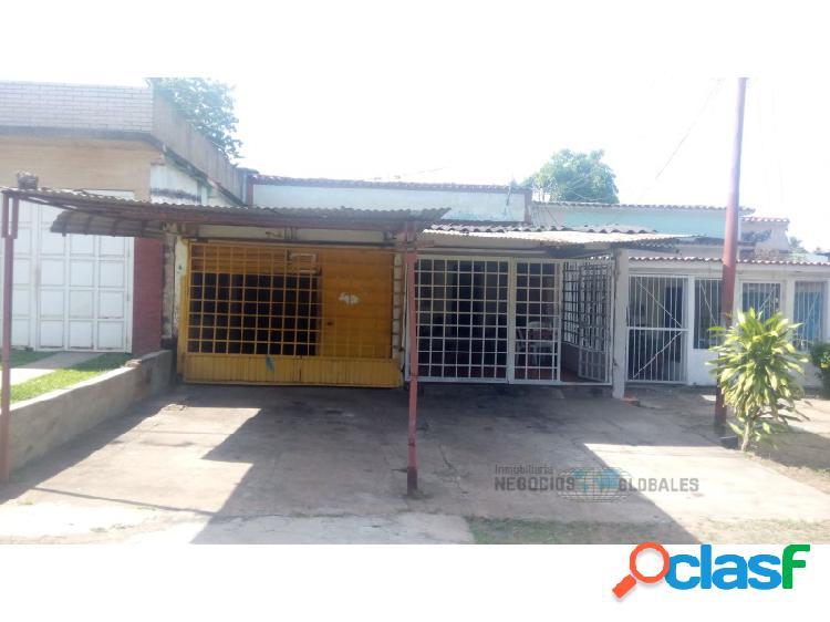 EN VENTA CASA CON LOCAL COMERCIAL EN SAN FELIX 2