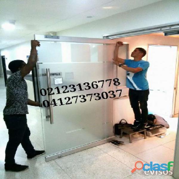 reparacion y mantenimiento de puertas de vidrio caracas