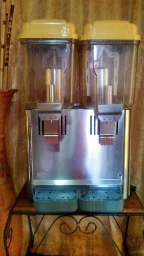 Enfriador y dispensador de bebidas doble tanque