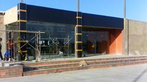 Fachada comerciales vidrio templex laminado puerta bancaria