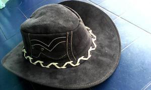 0a81ec9f7aba1 Sombreros modelo   ANUNCIOS Abril