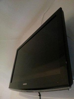 Televisor samsung 32 pulgadas lcd incluye base de pared.