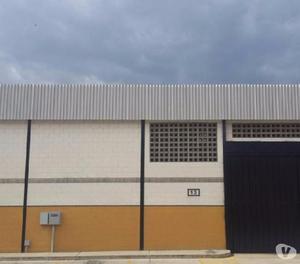 Galpón en alquiler en conjunto privado de zona industrial