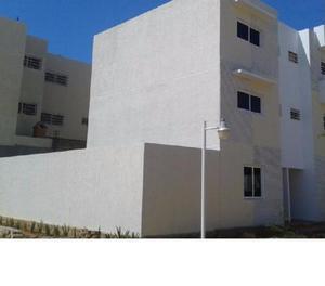 Town House gris Sector El Pilar Maracaibo.