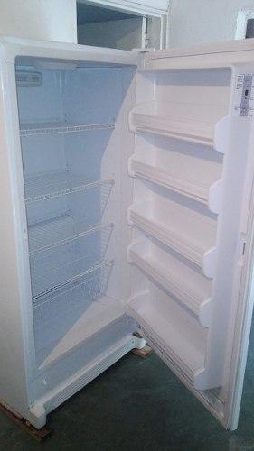 Freezer congelador vertical frigidaire 17 pies como nuevo