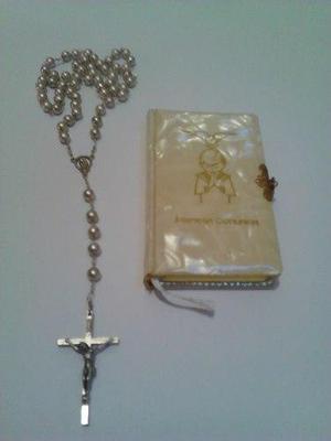 Primera comunión. libro y rosario. importados.