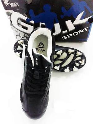 Zapatos deportivos beisbol marca g.u.k negro ref.it300259-c