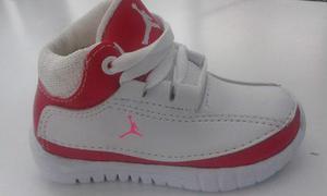 Zapatos jordan para niñas.