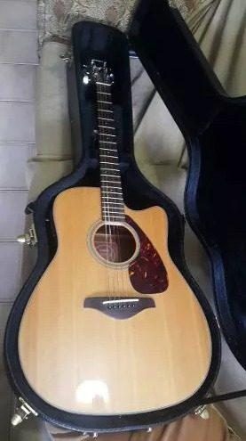 Guitarra electro acustica yamaha fgx700sc