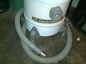 Aspiradora industrial electrolux usada