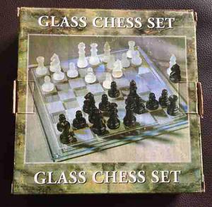 Juego de ajedrez de vidrio. como nuevo.