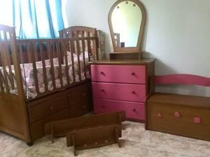 Cuna y muebles para niña