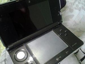 Nintendo 3ds con r4 cargador lentes y un juego