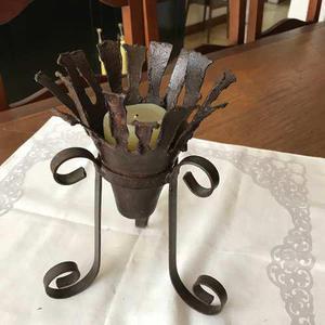 Candelabro elaborado en hierro forjado