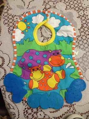 Baberos con figuras de animales en tela y plastico