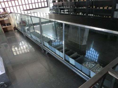 4 vitrinas mostradores de 2 metros de largo cada una