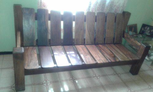 Juego de muebles en madera saman // caracas