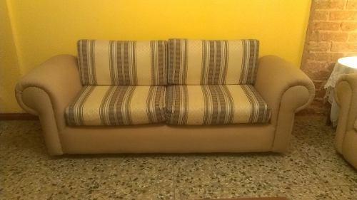 Muebles juego de sala color beige y rayas
