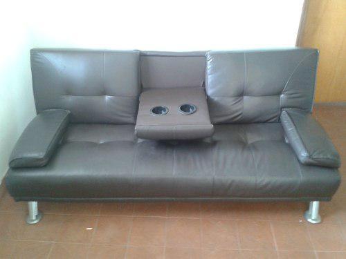 Sofa cama en bipiel con porta vasos y cojines