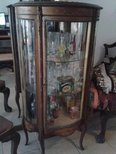 Antigua vitrina, estilo francés en madera y vidrio