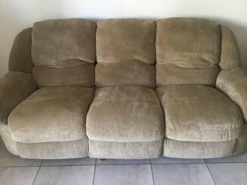 Juego de muebles reclinables.