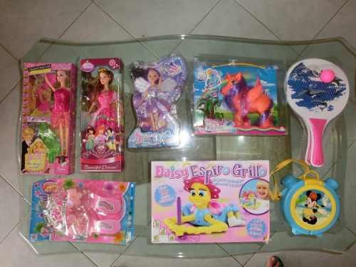 Juguetes.muñecas. barbies. raquetas. sandalias. pony