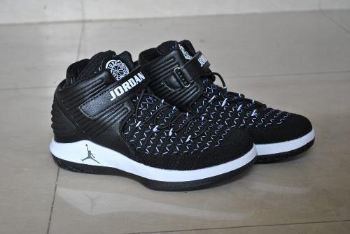 Kp3 bota deportiva air jordan 32 negro / blanco para niños