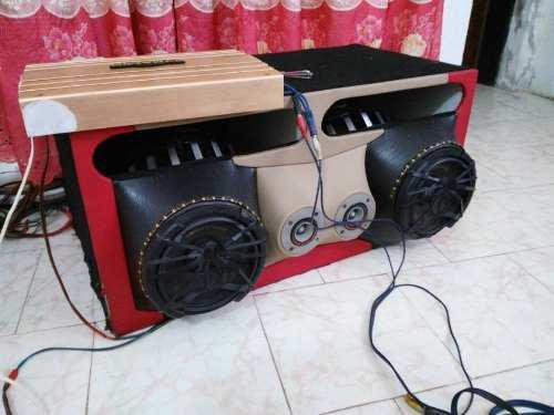 Se vend sonido para carro bajos medios plantas y reproductor