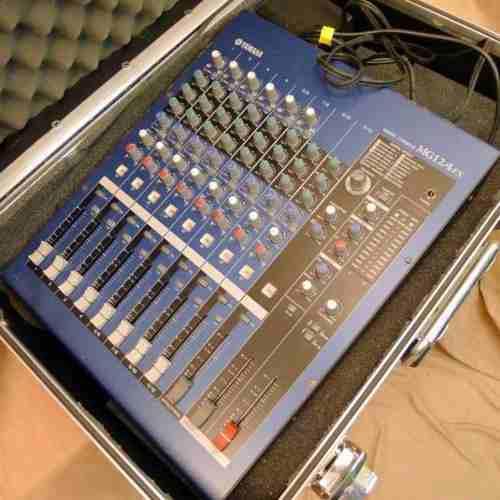 Consola de sonido audio profesional yamaha mg12/4 fx