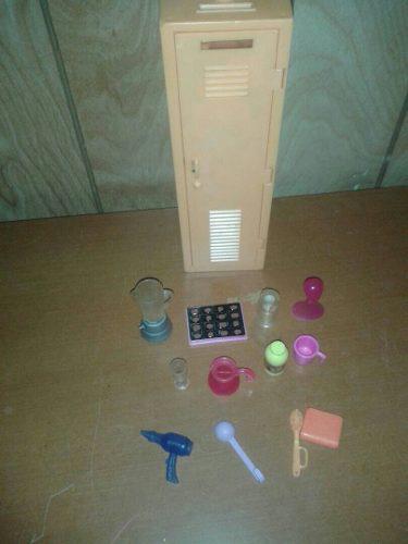 Juego casillero barbie con 12 accesorios