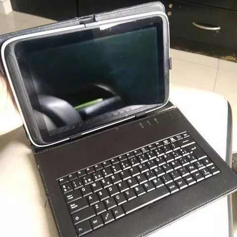 Tablet con todos sus accesorios