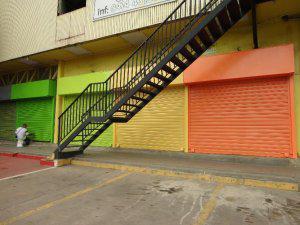 local a pie de calle Pague 39.000 bsf financiado por 24
