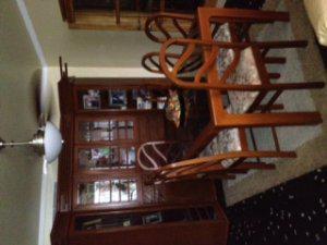 Vendo juego de comedor 8 sillas con vitrina de lujo