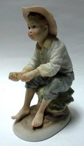 Bonita figura porcelana italiana capodimonte niño pescador