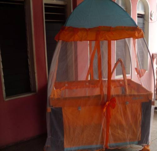 Corral cuna mecedora con mosquitero y móvil marca infan tec