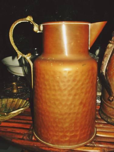 Jarra antigua de cobre asa de bronce grabado buen estado