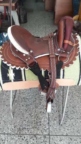 Silla montura o fuste para montar caballo niño