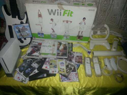 Nintendo wii + guitarra + tabla + accesorios como nuevo