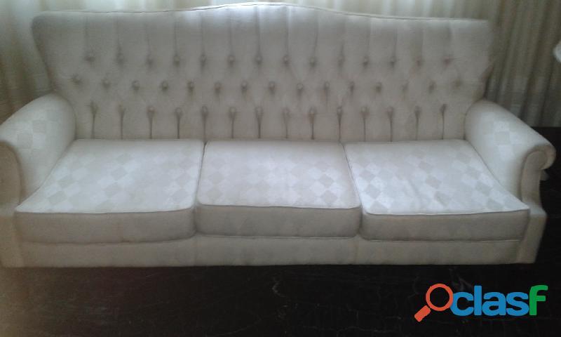 Sofá color crema 3 puestos