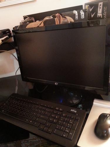 Computadora de mesa vendo o cambio