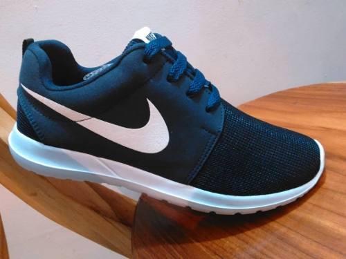 Zapatos deportivos roshe run
