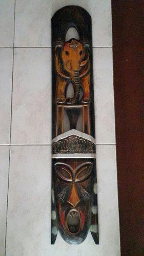 Mascara y elefante en talla de madera