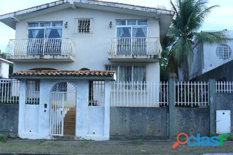 En Venta Casa 450mts, Urb. La Corniza,