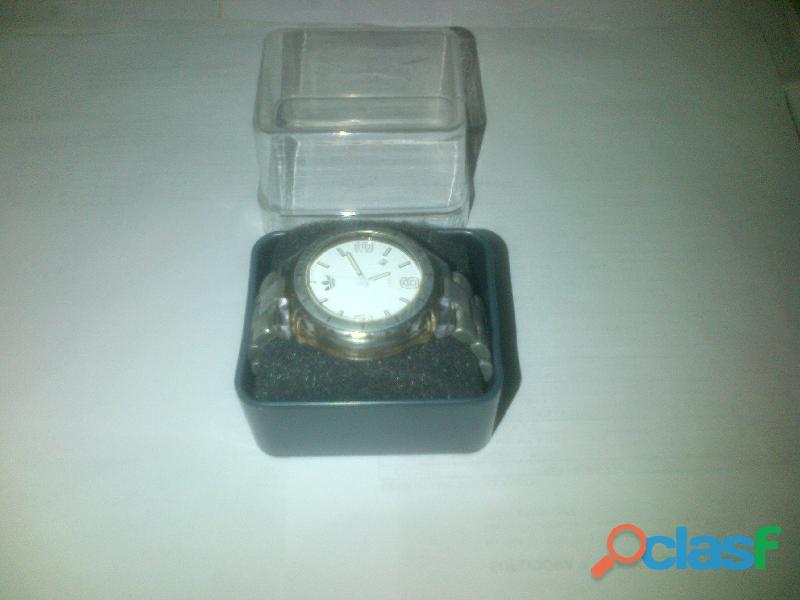 Vendo reloj adidas modelo adh2539 de caballero casual sin pila