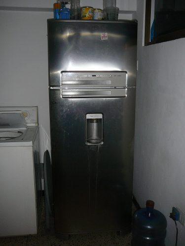 Remato nevera con refrigerador frezeer electrolux de 21 pies