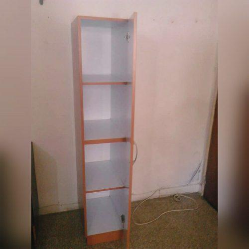 Mueble gavetero y closet de madera