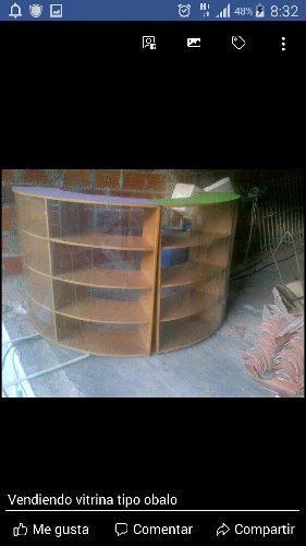 Vitrina exhibidor de madera tipo ovalo