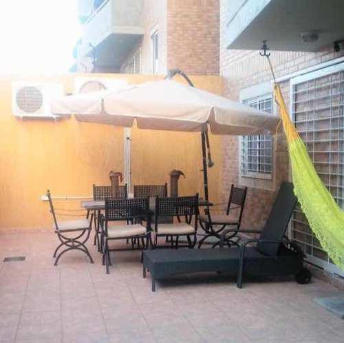 Juego sombrilla, mesa y 6 silla para patio