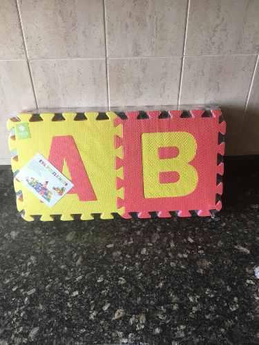 Alfombra foami piso bebe goma 26 piezas abecedario grandes