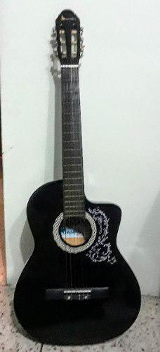 Guitarra acústica negra con estuche